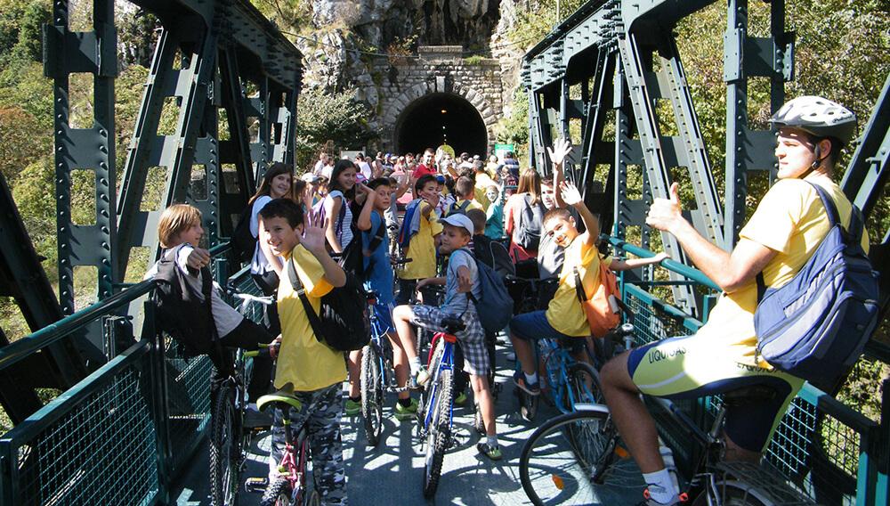 foto-1-okupljeni-biciklisti-na-pocetku-zelene-staze-u-uzicu
