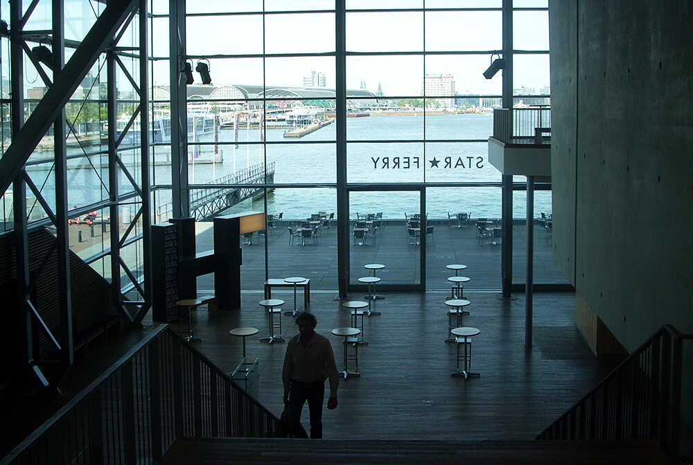 FOTO 4 Hol Muziekgebouw sa pogledom na reku Aj