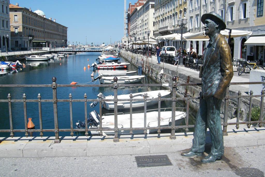 FOTO 2 Statua Džejmsa Džojsa na Ponte Rosso-u